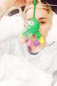 Майли Сайрус загремела в больницу из-за сильной аллергии