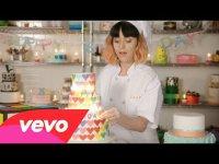 Сладкое караоке от Кэти Перри: клип на песню Birthday