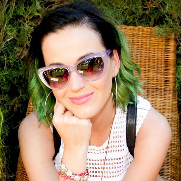 Кэти Перри появилась на улицах с зелеными волосами