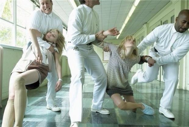 Журнал Vogue показал свою версию психиатрической больницы