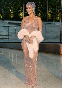 Откровенный наряд Рианны на CFDA Fashion Awards