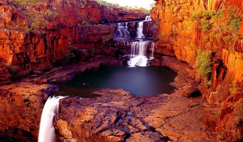 Многоуровневый водопад в Австралии
