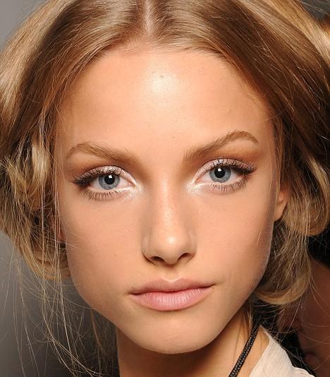 Мужчинам нравятся женщины с макияжем и без одновременно