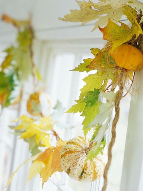 Осенняя гирлянда из листьев на окно