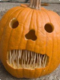 Тыква на Хэллоуин со злобным оскалом