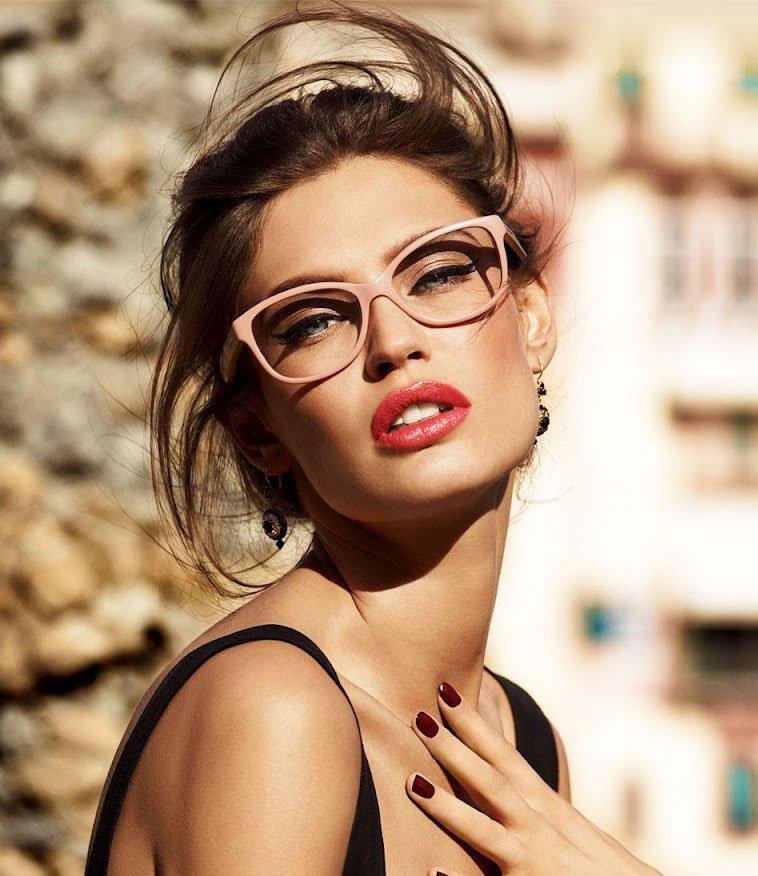 Хитрости макияжа для тех, кто носит очки
