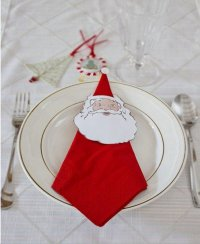 Идея для новогодней сервировки стола: салфетка Дед Мороз