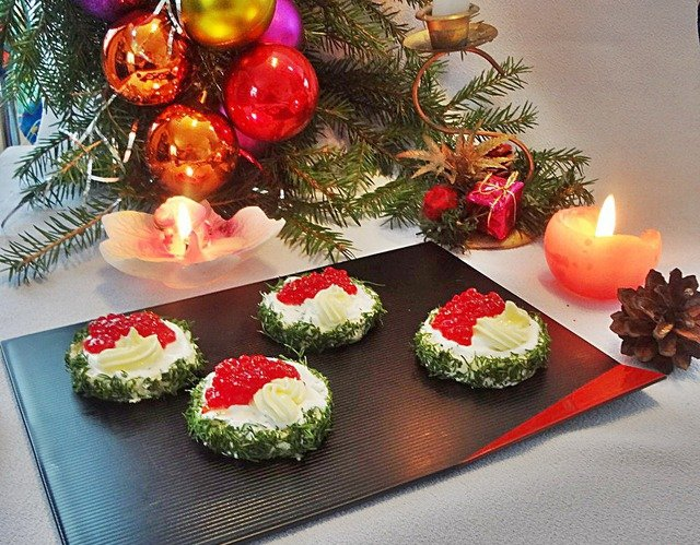 Бутерброды на Новый год с красной икрой