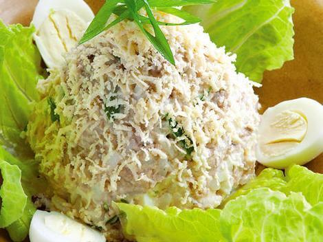 Классический салат с печенью трески