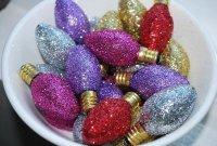 Новогодние игрушки из старых лампочек