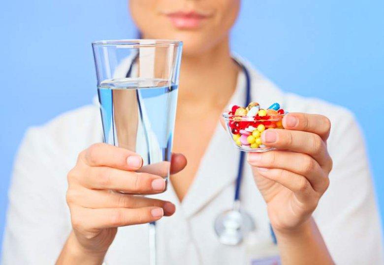 Чем запивать таблетки