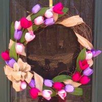 Венок из тюльпанов на 8 Марта
