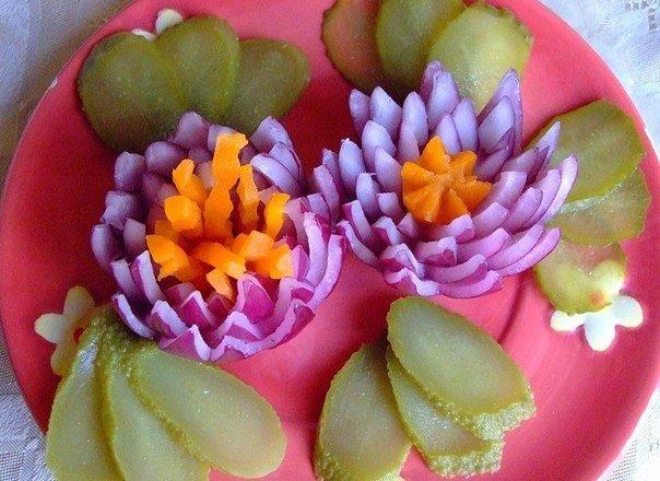 Хризантема из лука для украшения блюд