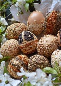 Пасхальные яйца: декор семенами и крупой