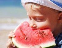 7 продуктов, которые надо обязательно есть детям летом