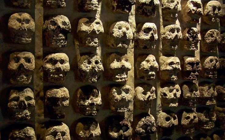 Стена черепов в Мехико