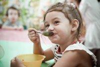 Как приучить ребенка к садиковому режиму питания