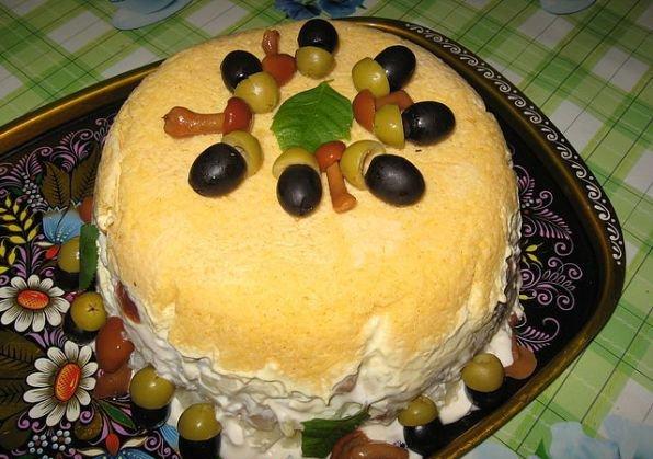 Салат со скумбрией «Желудь»