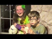 Жестокий розыгрыш: как детям дарили плохие подарки на Рождество