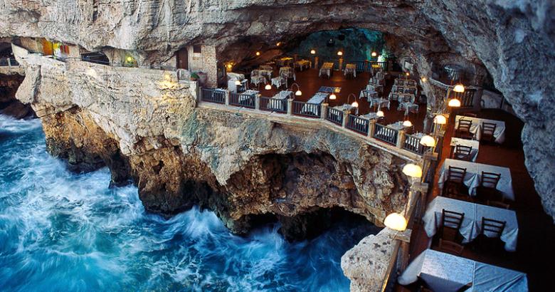 Ресторан в пещеере Grotta Palazzese