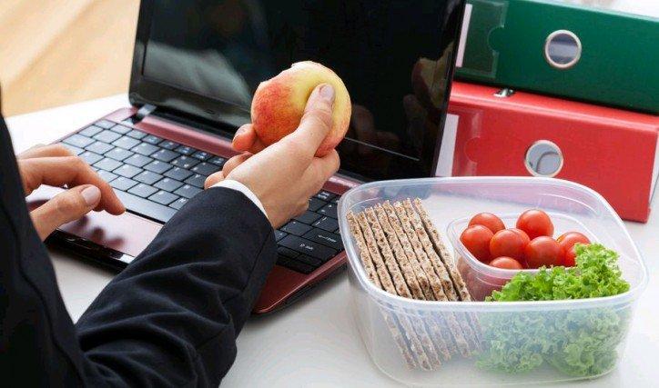 7 вариантов полезных перекусов на работе