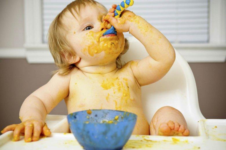 Что делать, если ребенок играет с едой
