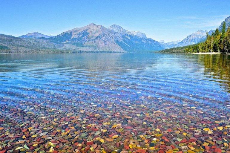 Цветное дно озера Макдональд