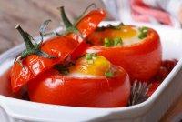 Завтрак выходного дня: яйца в помидорах