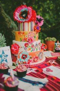 Яркий свадебный торт: тренд 2016