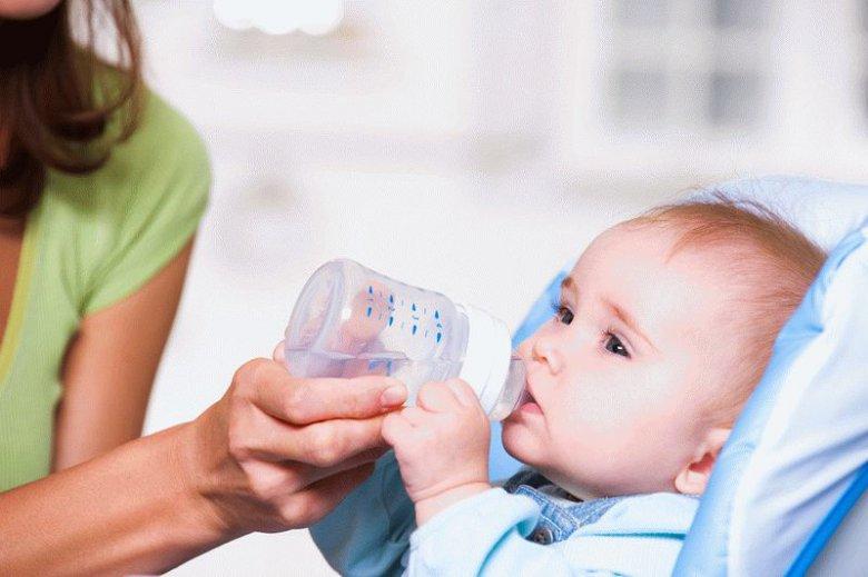 Нужна ли вода ребенку на грудном или искусственном вскармливании