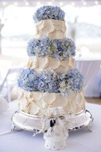 Свадебный торт с голубой гортензией